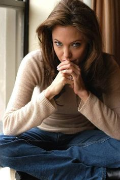 Angelina, casual style. - Angelina was born 06/04/1975 Los Angeles, California. Daughter of Jon Voight and Marcheline Bertrand.