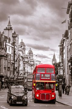Whitehall - London bus and taxi Beautiful Places To Visit, Oh The Places You'll Go, Places To Travel, London Bus, London City, London Transport, London Travel, Voyage Europe, Viajes