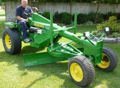 This project started out as a old worn out wheelhorse riding mower. I tweaked it just a bit to look like a rat rod / grader. Antique Tractors, Vintage Tractors, Vintage Farm, Old John Deere Tractors, Small Tractors, Lawn Tractors, John Deere Equipment, Heavy Equipment, Homemade Tractor