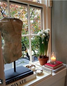 Classical torso with books, silver pieces, lit scented candle & paperwhites on a deep window sill. Window Seal Decor, Window Ledge Decor, Living Room Decor, Bedroom Decor, Living Rooms, Apartment Living, Bedroom Ideas, Master Bedroom, Kitchen Window Sill