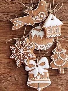 Имбирное печенье в глазури Christmas Party Food, Christmas Cookies, Christmas Ornaments, Food Photo, Gingerbread Cookies, Deserts, Desert Ideas, Holiday Decor, Kitchen