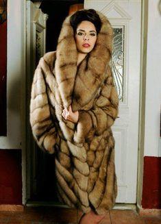 Sable Fur Coat, Fox Fur Coat, Fur Fashion, Winter Fashion, Fur Clothing, Fabulous Furs, Fur Collars, Fur Jacket, Style Guides