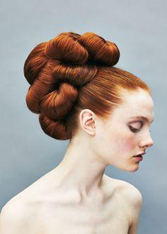 Vintage Hairstyles, Bun Hairstyles, Wedding Hairstyles, Updo Hairstyle, Avant Garde Hair, Barrel Curls, 60s Hair, Rides Front, Corte Y Color