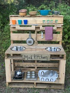 My dad and I made this mud kitchen out of pallets, wanted to share with everyone. My preschoolers kids love it! Outdoor Play Kitchen, Diy Mud Kitchen, Mud Kitchen For Kids, Outdoor Play Spaces, Backyard Play, Backyard For Kids, Backyard Projects, Diy For Kids, Pallet Projects
