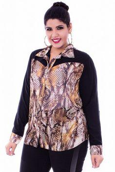 Camisa Print. Camisa de manga longa com opção de encurtamento, tecido macio e confortável, estampa padrão animal print e mangas na cor preta lisa, shape soltinho.