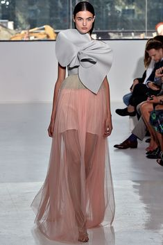 Blanca Padilla, la modelo revelación 2014, desfilando para Delpozo PV 2015 en NY.