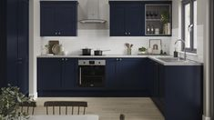 The slim-framed design and lightweight feel of this door gives shaker style a modern update, whilst the navy hue and woodgrain detail provide a luxe look without the price tag. Build a striking design with a variety of cupboards, which include base units that come in a selection of widths to make it easy to achieve a bespoke fit. Navy Kitchen, Shaker Kitchen, Open Plan Kitchen, Kitchen Ideas, Kitchen Wood, Kitchen Designs, Kitchen Dining, Kitchen Decor, Dining Room