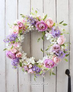 ラナンキュラスリース【アート】 Wreath Crafts, Diy Wreath, Easter Wreaths, Fall Wreaths, Corona Floral, Wreaths And Garlands, Door Wreaths, Deco Floral, Funeral Flowers