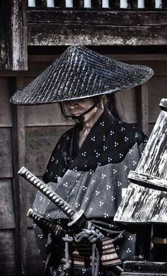 A rōnin (浪人?) was a samurai with no lord or master during the feudal period of Japan. A samurai became masterless from the death or fall of his master, or after the loss of his master's favor or privilege. Katana, Ronin Samurai, Samurai Swords, Samurai Champloo, Japanese Warrior, Japanese Sword, Kendo, Fantasy Male, Bushido