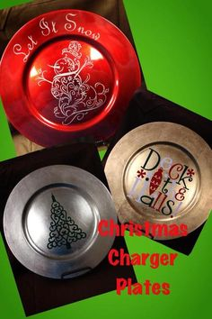 Christmas Charger to decorate with for the holidays. The picture shows 3 of the designs that is available for shipping right out to you. However you can custom order one with you ever you would like. Christmas Vinyl, Christmas Plates, Etsy Christmas, Merry Little Christmas, Christmas Balls, Christmas Projects, Christmas Crafs, Christmas Gifts, Xmas