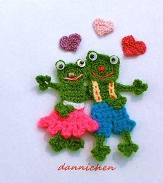 Frogs in love Freeform Crochet, Crochet Motif, Crochet Yarn, Crochet Flowers, Crochet Applique Patterns Free, Frog Crafts, Crochet Angels, Knitting For Kids, Crochet Gifts