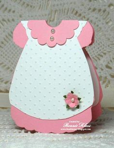 ideas for baby shower invitations handmade dress card Distintivos Baby Shower, Baby Shower Cards, Baby Shower Invitations, Baby Girl Cards, New Baby Cards, Tarjetas Diy, Welcome Card, Dress Card, Shaped Cards
