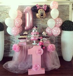 The party minnie is a topic always highly sought by children and adults. Find out now how to put together an amazing decoration. 1st Birthday Girl Decorations, Minnie Mouse Birthday Decorations, Minnie Mouse Theme Party, Minnie Mouse First Birthday, 1st Birthday Party For Girls, Birthday Parties, Mickey Party, Mickey Birthday, Decoration Minnie