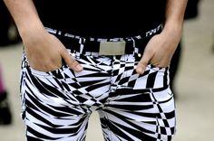 Candid street style at Paris Fashion Week, black and white trousers Black White Fashion, Black And White, White Trousers, International Fashion, Op Art, Fashion Show, Paris Fashion, Candid, Street Style