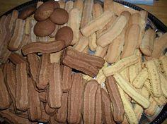 Darálós - avagy gépi keksz Egy jól bevált régi recept...gyorsan megy, és egyszerűbb, mint formákat szaggatni, kiadós...csak kell egy húsdaráló és az ahhoz való keksz formázó. - MindenegybenBlog
