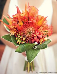 Bouquets de novia con flores tropicales | Vestidos de Novia, Peinados y todo para tu boda