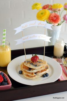 recipe for blueberry buttermilk pancakes + a printable banner for Mother's Day | NoBiggie.net