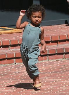 Kim-Kardashian-takes-her-daughter-North-West-to-a-birthday-party-1