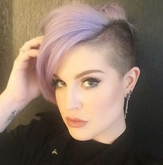 Kelly Osbourne's Brunette Bombshell Wig Shows Us What She Looks Like With Normal Hair