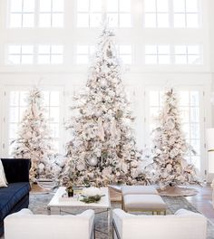 29 Festive Christmas Decoration Ideas to Make Your Home Merry and Bright love these ideas pintrest: beverlyhart
