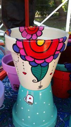 Macetas Pintadas A Mano Nro 8 Painted Clay Pots, Painted Flower Pots, Hand Painted Ceramics, Clay Pot Crafts, Diy And Crafts, Stacked Pots, Flower Pot Art, Tire Planters, Clay Pot People