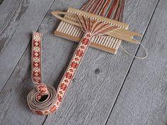 Pick-up band in progress on band heddle Inkle Weaving, Inkle Loom, Card Weaving, Weaving Art, Tablet Weaving Patterns, Loom Patterns, Lucet, Finger Weaving, Scandinavian Folk Art