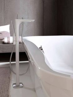Freestanding bath tub faucet in elegant hansgrohe design. Freestanding Tub Filler, Bathroom Showrooms, Bath Mixer, Bathroom Taps, Kitchen Installation, Shower Hose, Shower Panels, Tub Faucet, Bath Tub