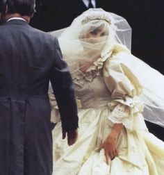 July Prince Charles marries Lady Diana Spencer in Saint Paul's Cathedral. Lady Diana arriving with her father, Earl Spencer,to St. Charles And Diana Wedding, Princess Diana Wedding, Prince Charles And Diana, Princess Diana Photos, Prince And Princess, Princess Of Wales, Real Princess, Princess Kate, Windsor