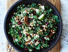 Grønkålssalat med pærer, figner og dressing Healthy Salad Recipes, Raw Food Recipes, Dinner Recipes, Low Carb Cookies, Tempeh, Everyday Food, Winter Food, Kale, Frisk