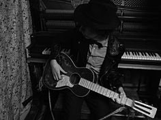 Beck. Acoustic. Photo: Hedi Slimane