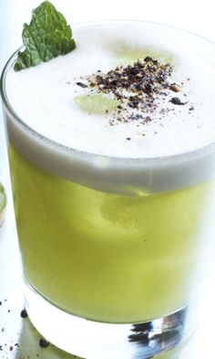 10 Easter Egg-White Cocktails to Hunt Down