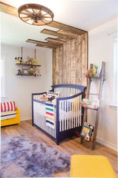 A fresh take on a pallet wall for the nursery!