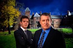 Jason Hughes as Ben Jones and John Nettles as DCI Tom Barnaby in 'Midsomer Murders' British Sitcoms, British Comedy, British Actors, Bbc Tv Shows, Midsomer Murders, Tv Detectives, Murder Mysteries, Kids Shows, Great British