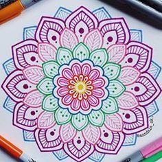 """ hagamos fácil lo difícil y posible lo imposible. Easy Mandala Drawing, Mandala Art Lesson, Mandala Doodle, Mandala Artwork, Mandala Painting, Mandala Sketch, Cute Doodle Art, Doodle Art Designs, Doodle Art Drawing"