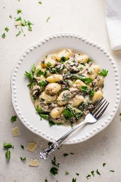 This creamy mushroom and spinach gnocchi is a restaurant-worthy dinner made in one pan and ready in less than 30 minutes!