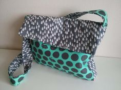 Lizz made this beautiful bag from fabric from Stoff Uno and Tula Pink's Fox Field collection