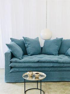 Canapé Boheme lin lavé bleu glacier et son sofa cover - Aix En Provence, Bespoke Furniture, Sofa Covers, Boho Decor, Sofas, Love Seat, Lava, Lounge, House Design