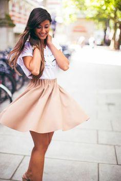 une jupe évasée en couleur douce