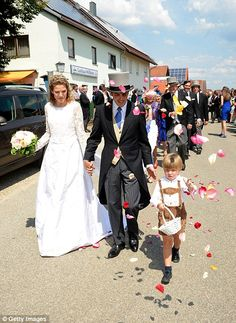 French prince marries German aristocrat in a traditional summer wedding  Prince Francois d'Orleans married Theresa von Einsiedel at the Basilica of St Jacob in Straubing, Germany today Prince is fourth child of Count and Countess of Evreux and late grandfather was Prince Henri, Count of Paris  Bride, who grew up in Bavaria comes from German nobility and her mother is Princess Amelie von Urach