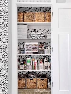 bathroom organization trends The whole closet is goals, but the perfectly stored sunglasses are the Closet Design, Bathroom Closet Organization, Small Bathroom, Cheap Decor, Home Organization, Interior Design Living Room, Closet Makeover, Linen Closet Organization, Bathroom Closet