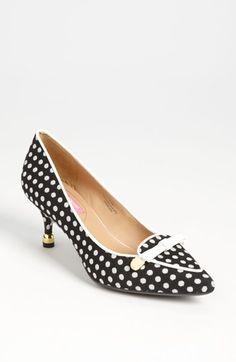 """Isaac Mizrahi New York 'Janis' Kitten Heel $145 @ Nordstrom.  Black/Linen 2.5"""" heel height.  Fabric upper, leather lining + rubber sole."""