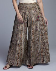 Women's Trendy Pants has never been so Great! Since the beginning of the year many girls were looking for our Pretty guide and it is finally got released. Now It Is Time To Take Action! Fashion Pants, Hijab Fashion, Fashion Dresses, Kurta Designs, Blouse Designs, Baggy Pants, Trousers, Plazzo Pants, Moda Indiana