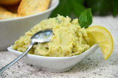 Artichaunade 250g de fonds d'artichauts (j'ai utilisé des surgelés) 3 ou 4 brins de basilic 2 cuillères à soupe d'huile d'olive 1/2 citron fleur de sel poivre