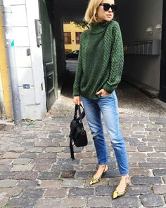 Knit from H&M, Jeans from Frame Denim, Slingback's from Ganni SS16, Bag from Altuzarra
