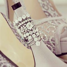 Aşkın taşı One  yüzükler gelinlerin en mutlu ve özel anlarının şahidi.. #diamond #bestoftheday #bride #shoes #solitaire #instagood #instafashion #happy #wedding #marriage #bridalahoe #ring #love
