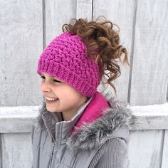 Must have styles for winter! 9 Popular Ponytail Hats and Messy Bun Beanies – a Roundup of Paid & Free Patterns in Knit & Crochet.