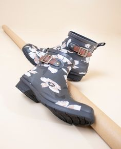 you don't need anyone to give you flowers. your shoes do that for you. #shopchooka find the floral downtown shortie at @dsw Stylish Rain Boots, Short Rain Boots, Cute Boots, Boot Shop, Wide Feet, Legs Open, Rubber Rain Boots, Classic Style, Comfy