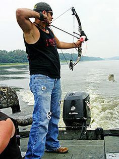 Bow hunting Asian Carp on the Illinois River- Want to try this!