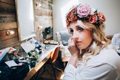 Flower crown goals at as our gets ready in The Nook Diy Flower Crown, Flower Crown Hairstyle, Diy Crown, Flower Crown Wedding, Flower Headpiece, Crown Hairstyles, Flower Crowns, Wedding Flowers, Tythe Barn