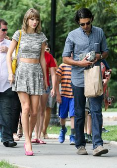 Taylor Swift Spent The Day With Rolling Stone Reporter + Her Bodyguards Reportedly Harassed Rhode Island Locals - http://oceanup.com/2014/07/25/taylor-swift-spent-the-day-with-rolling-stone-reporter-her-bodyguards-reportedly-harassed-rhode-island-locals/